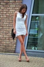 Элегантное белое платье из гипюра