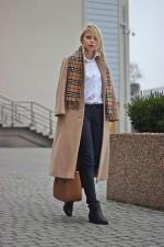 Пальто цвета кэмел