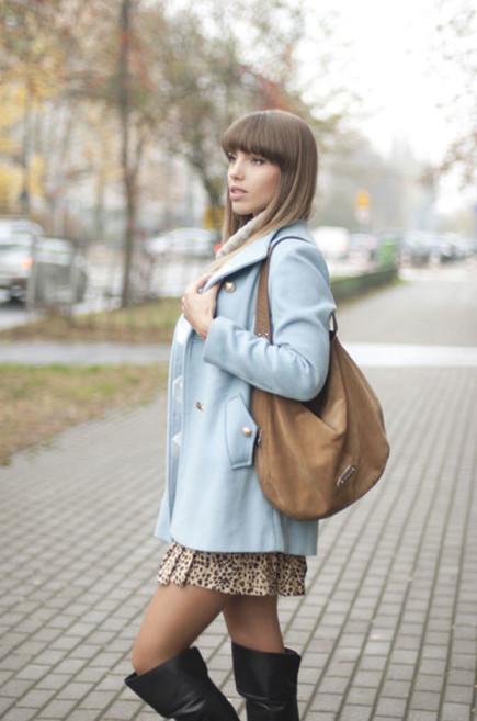 пальто светло-голубого