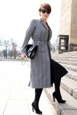 Пальто серого цвета для бизнес-леди